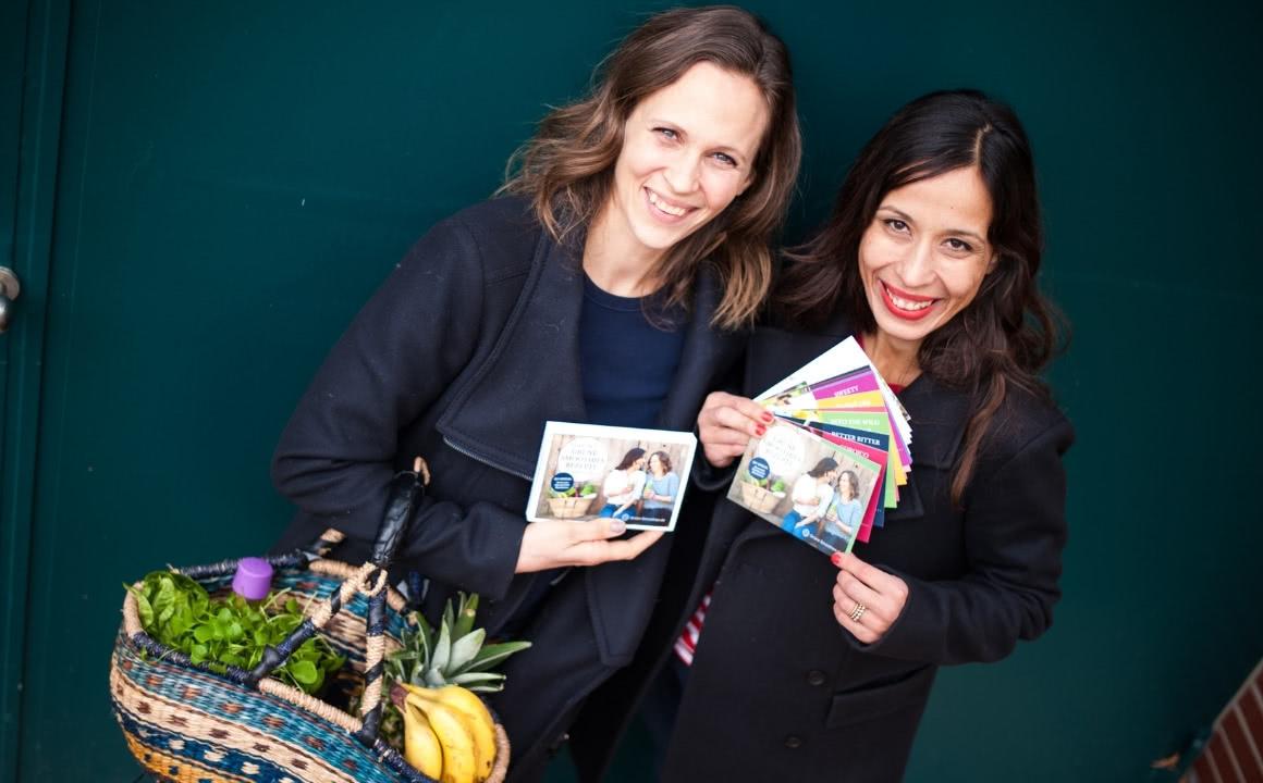 Svenja und Carla von GrüneSmoothies.de mit Rezept-Karten-Set